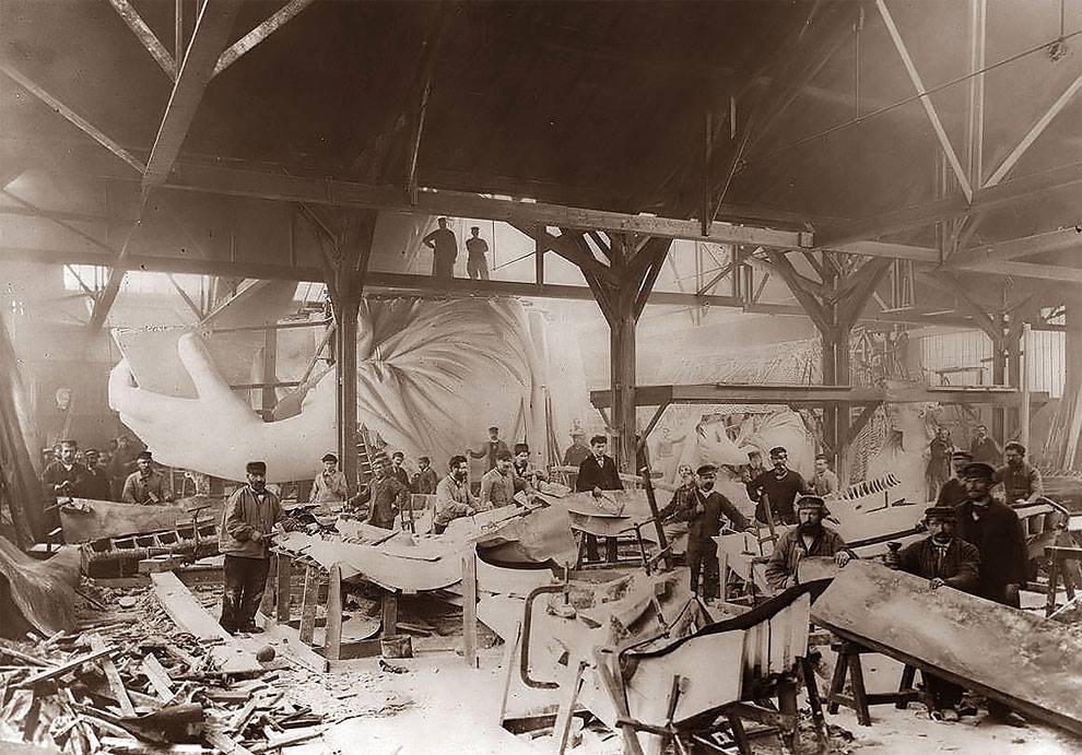 1884 the statue of liberty under construction in paris - 1884 – The Statue of Liberty under construction in Paris.