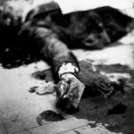 1931 mafia boss joe masseria lays dead on a brooklyn restaurant floor while holding the ace of spades 150x150 - 22 moments étonnants de l'histoire en photos
