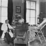 a photo of eduad bloch in his office in 1938 he was the jewish physician of the hitler family and was called a noble jew by hitler who was under his personal protection 150x150 - 22 moments étonnants de l'histoire en photos