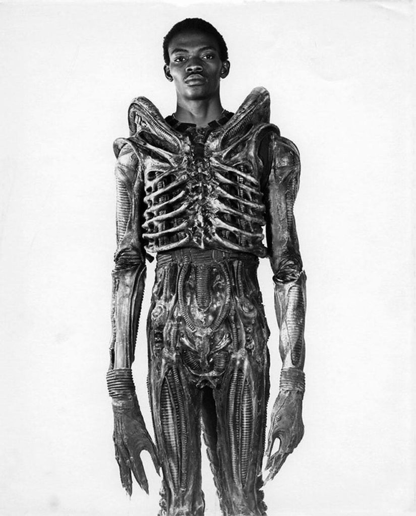 bolaji badejo a 7 foot nigerian design student and one time actor is wearing his costume from the now classic sci fi thriller alien in 1978 825x1024 - Bolaji Badejo, a 7-foot Nigerian design student and one-time actor is wearing his costume from the now classic sci-fi thriller Alien in 1978.
