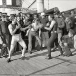 july 3 1899 a boxing match takes place aboard the u s s 150x150 - 22 moments étonnants de l'histoire en photos
