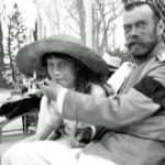 tsar nicholas ii allows his daughter the grand duchess anastasia to smoke 150x150 - 22 moments étonnants de l'histoire en photos