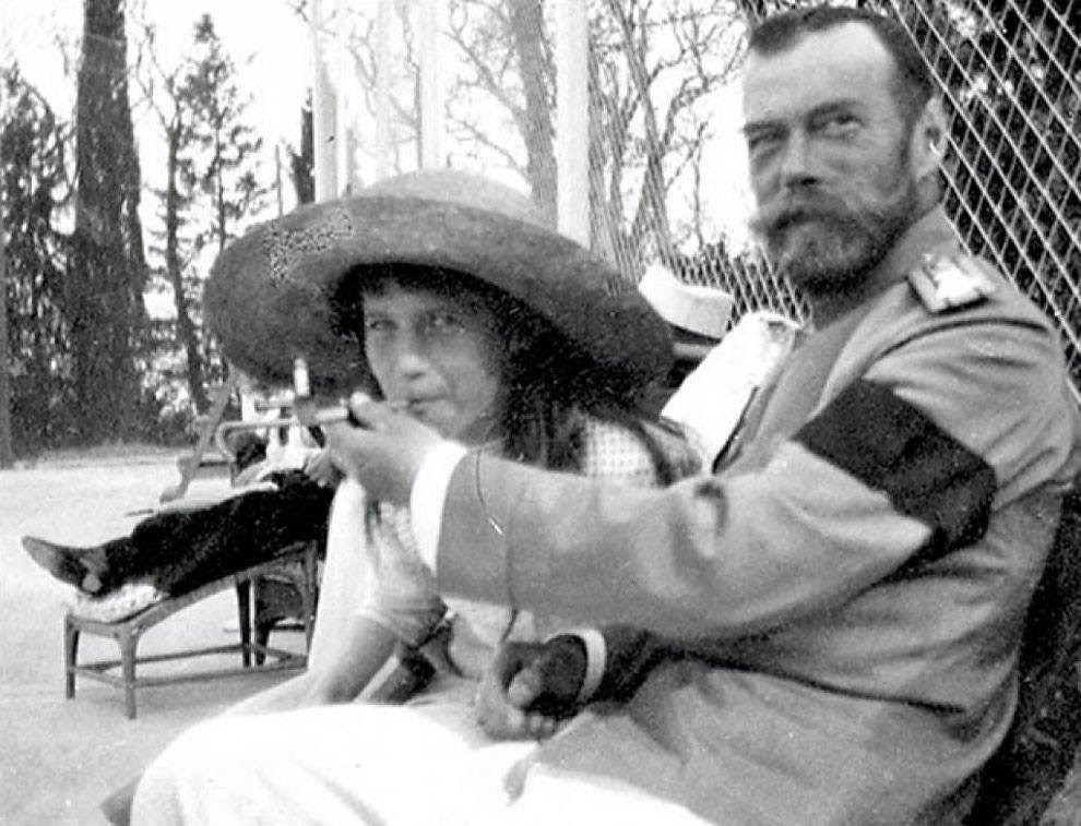tsar nicholas ii allows his daughter the grand duchess anastasia to smoke - Tsar Nicholas II allows his daughter, the Grand Duchess Anastasia, to smoke.